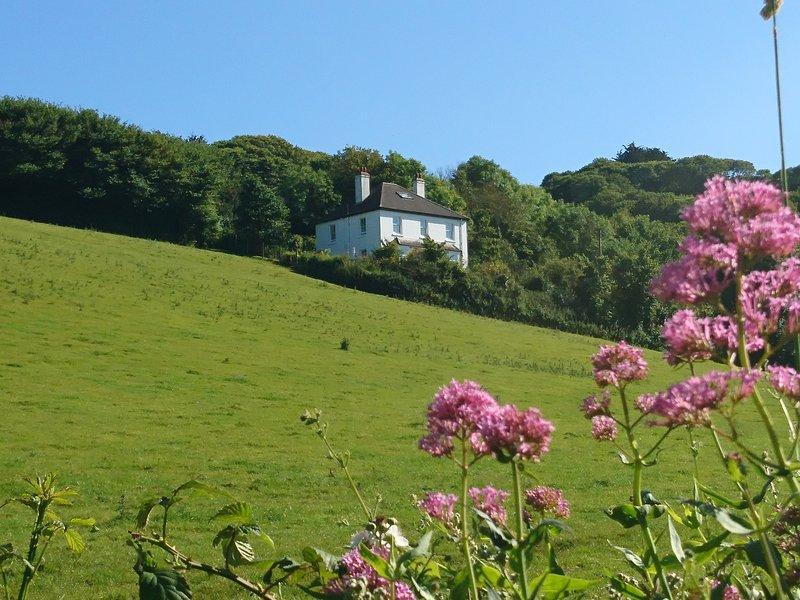 Vista de la casa desde el camino inferior que conduce a Hallsands