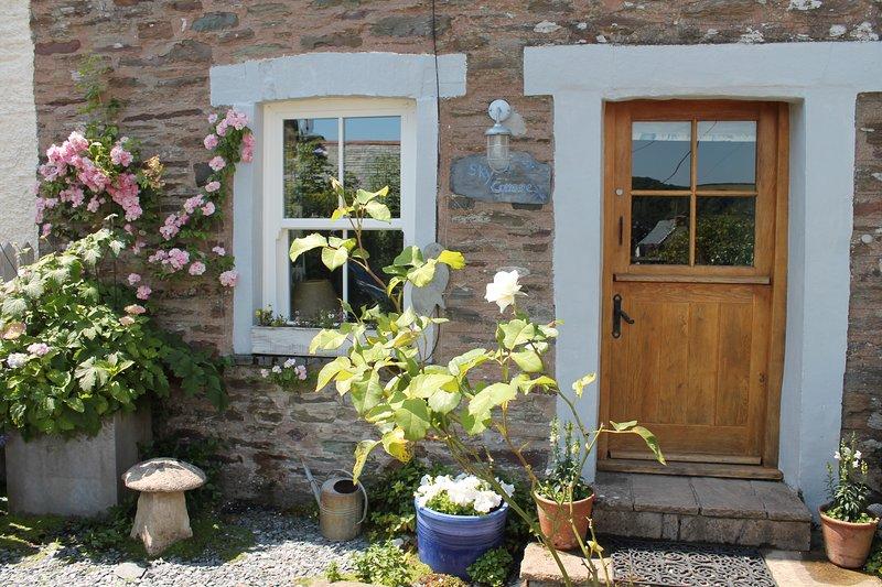Casa de pescadores bellamente decorada y acogedora con estufa de leña y jardín soleado en el patio