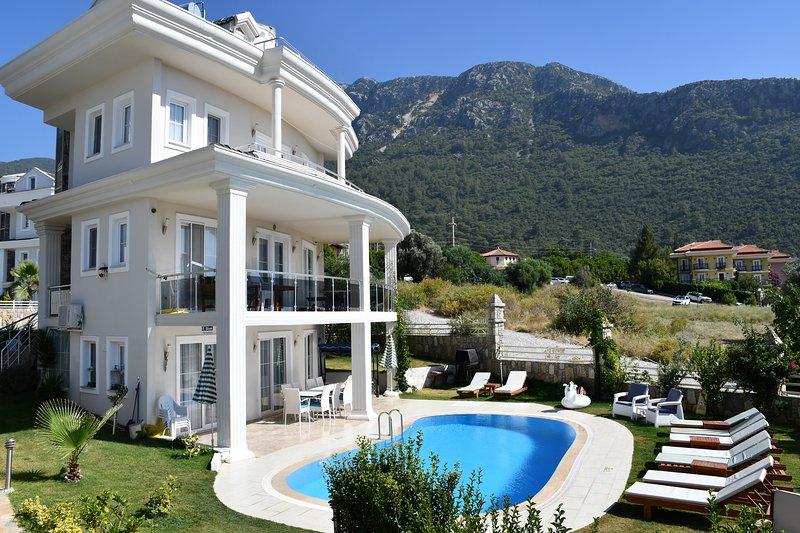 PRIVATE 5 BEDROOM VILLA IN OLUDENIZ WITH HEATED POOL,WIFI, holiday rental in Faralya
