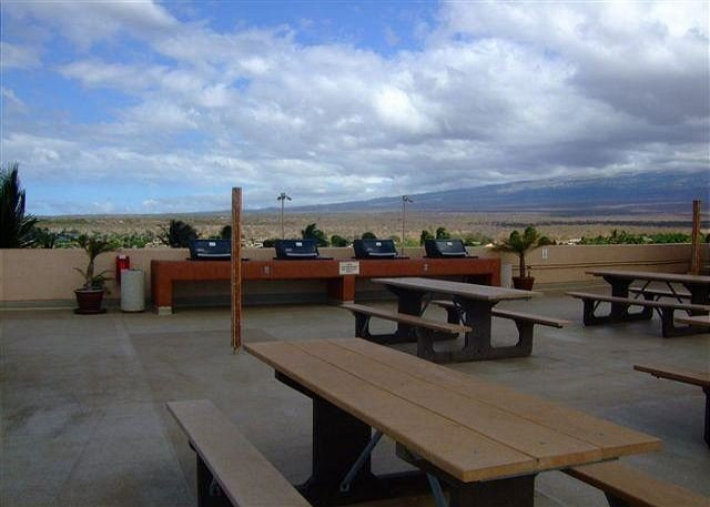 Menehune Shores Rooftop Barbecue Area