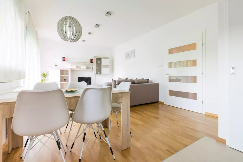 New 4* Cosy Apartment - 2 parking plcs & terrace, vacation rental in Zagreb