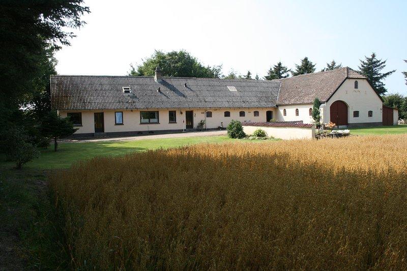 Cosy and Authentic farm close to the North Sea, casa vacanza a Lokken