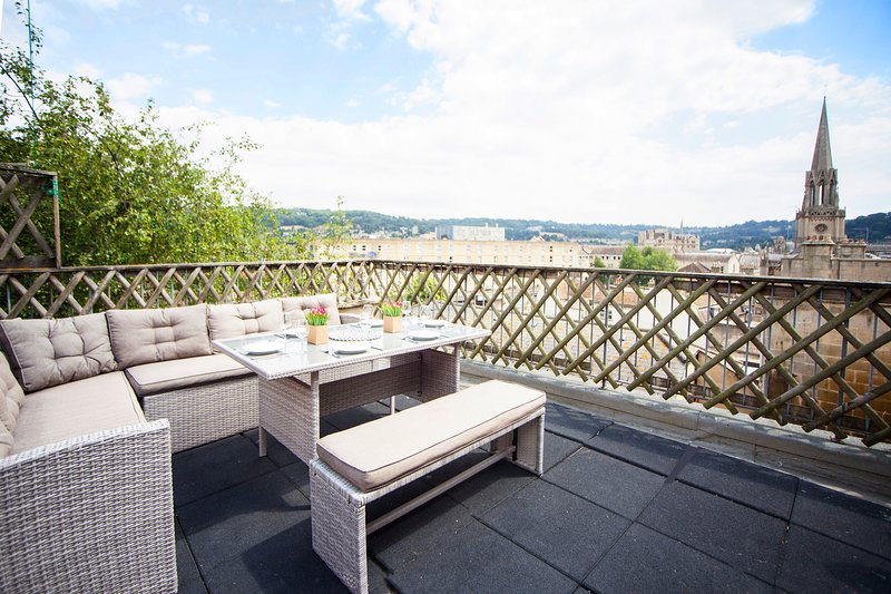 Roof terrace with great city and beyond views