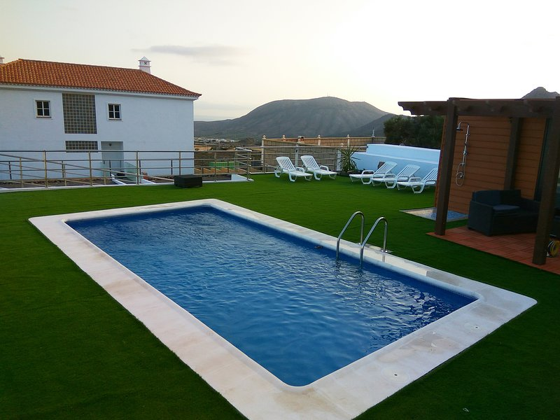 Stunning 5 bedroom villa, sleeps 10 with stunning views, location de vacances à Cho