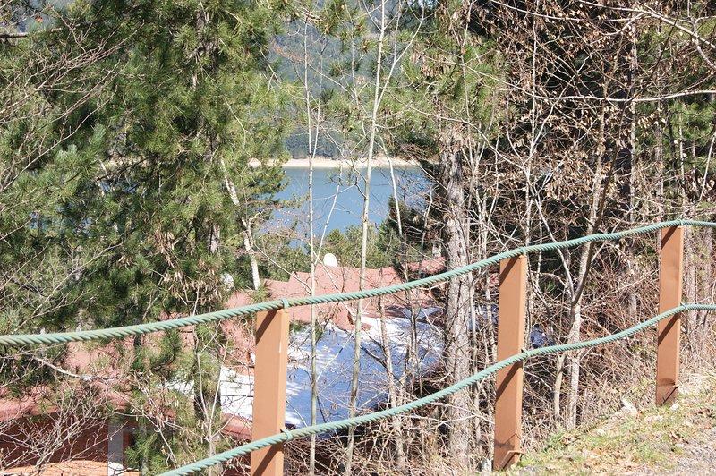 Frente del edificio, vista al lago