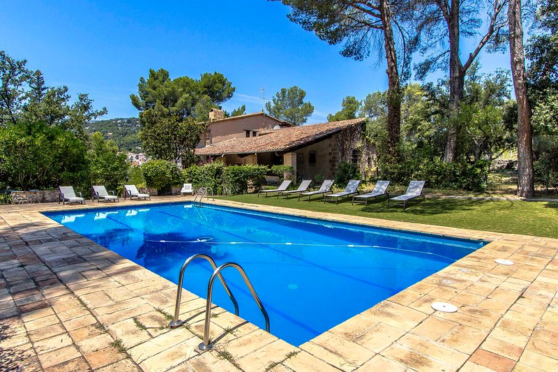 Catalunya Casas: Countryside mansion for 16 guests, 30km from Barcelona!, location de vacances à Sant Quirze Safaja
