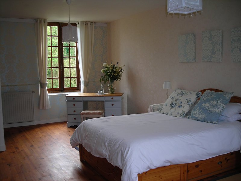 Double/family room in riverside B&B, holiday rental in Lhomme
