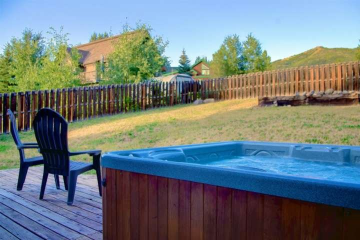 Dog Friendly House w/Private Hot Tub & Slope Views, ,Garage, AC, Steps to Bus St, vacation rental in Oak Creek