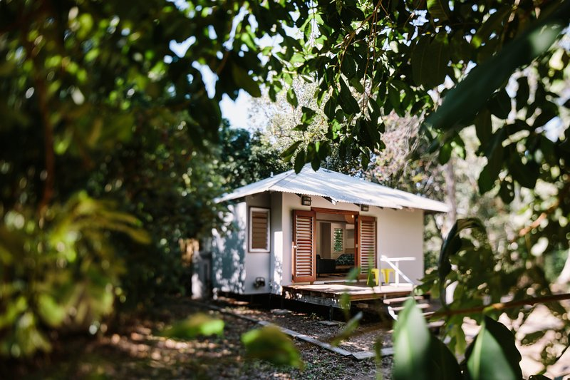The Little Bush Hut - Nelly Bay, QLD, holiday rental in Magnetic Island