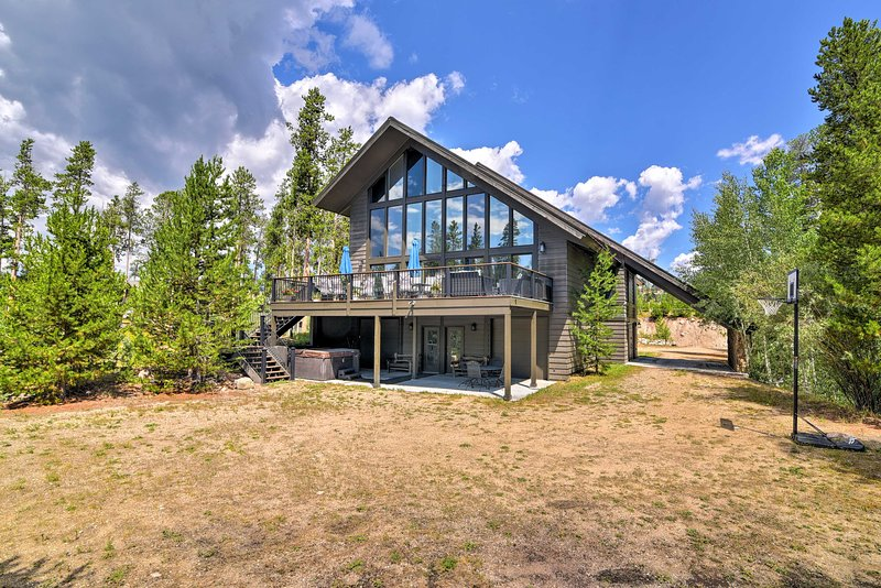 Your Grand Lake getaway begins with this luxury vacation rental home!
