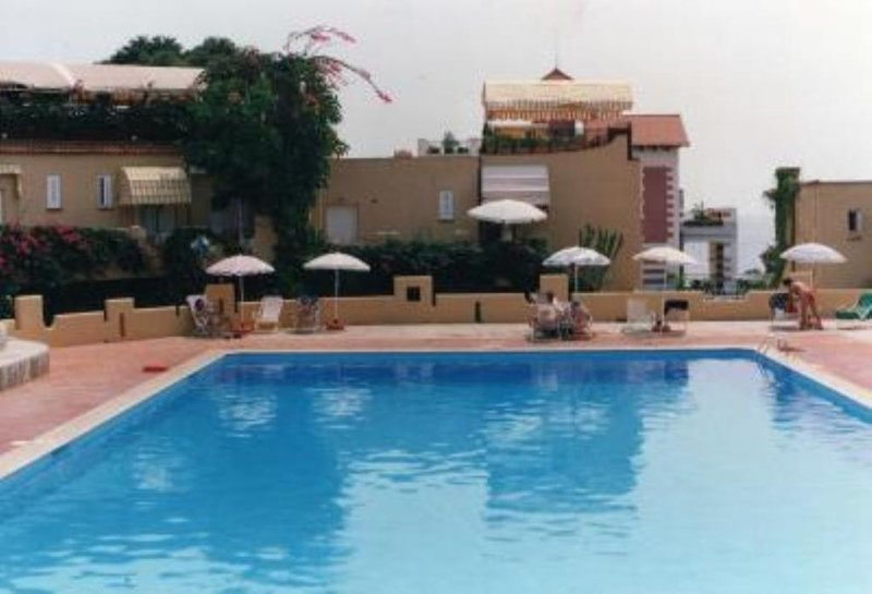 Pretty apartment in Residence with swimming pool, vacation rental in Raffo