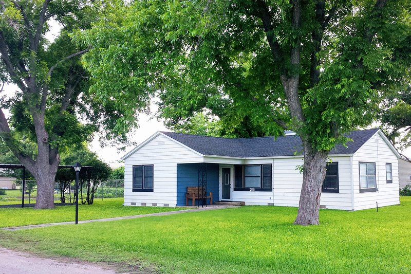 Quaint & Quiet Property Close to Many Attractions, holiday rental in Vanderpool