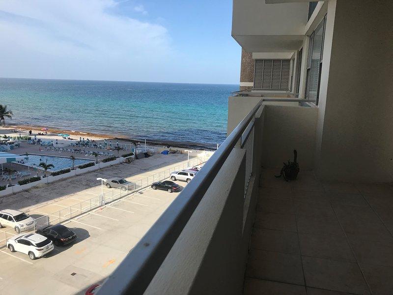 Balcone privato con vista parziale sull'oceano
