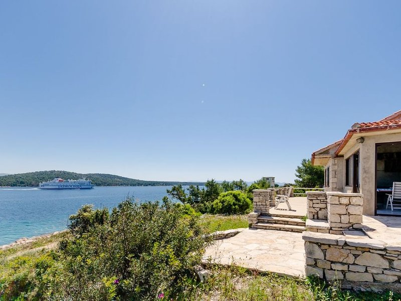 Seafront house on the top of island Šolta, holiday rental in Solta Island