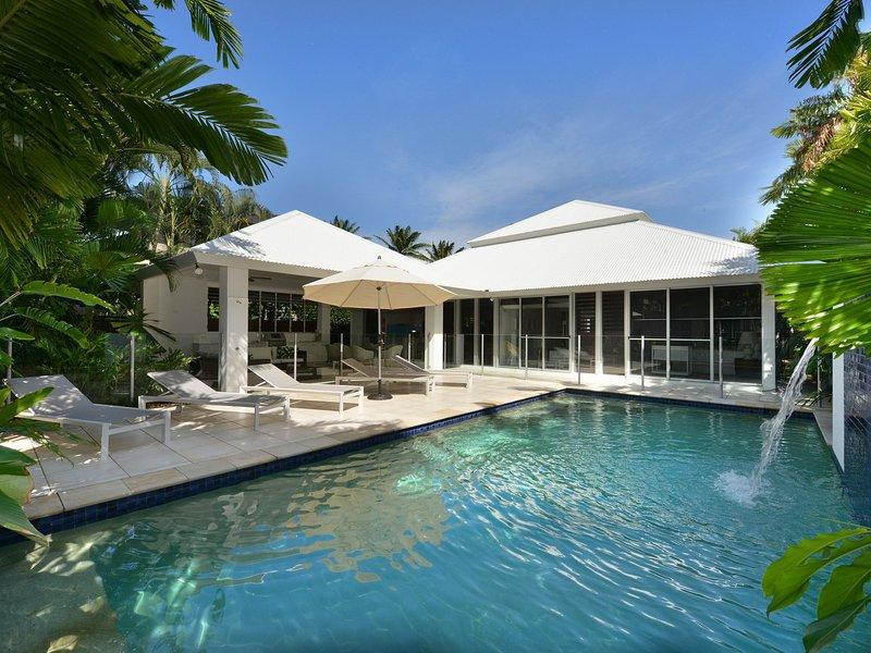 29 Beachfront Mirage - 4 Bedroom House Near Beach & Town, vacation rental in Port Douglas