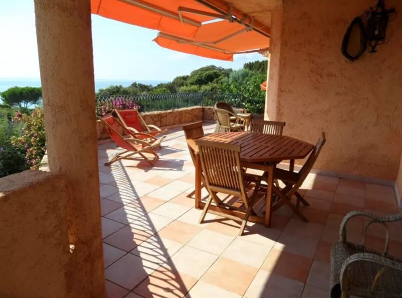 Amazing house with shared pool, location de vacances à Pinarellu