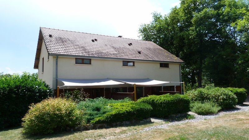 Clan Boucheron - Animal friendly holiday home, holiday rental in Cerilly
