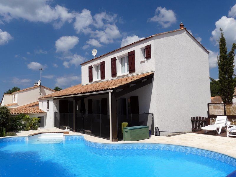 Les Pins du Phare Holiday Villa, vacation rental in Vendee