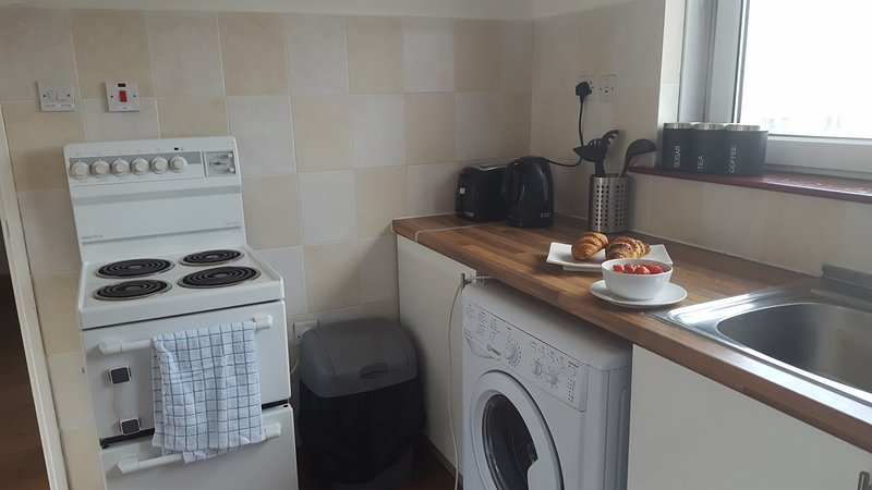 Dragon - Kennedy Apartment 1 Bedroom Home, holiday rental in Glasgow