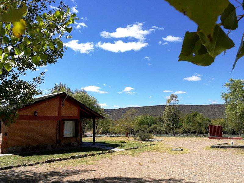 Cabañas Las Escondidas - para un máximo de 4 personas, con desayuno, vacation rental in Cuyo