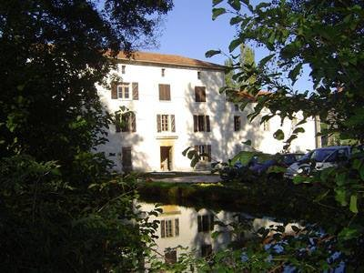 Tranquil Watermill set in beautiful countryside, casa vacanza a Boulogne sur Gesse
