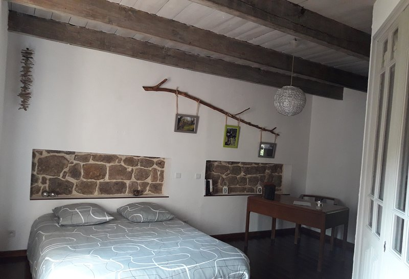 Le Bouchon de Campagne,  chambre Praline, holiday rental in Silhac