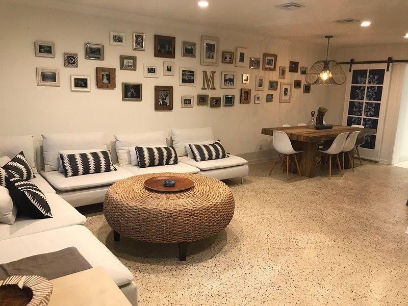 Vorderes Wohnzimmer. Alle neuen Möbel!
