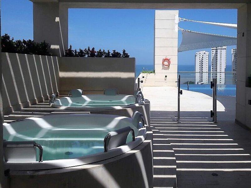 Hermoso apartamento con vista al mar,  piscina y jacuzzis ,cerca a la playa., alquiler de vacaciones en Santa Marta