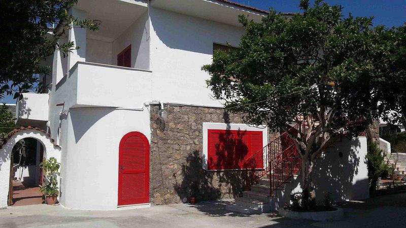 Ischia - Forio Appartamento Vacanze  a pochi passi dal centro, vacation rental in Forio