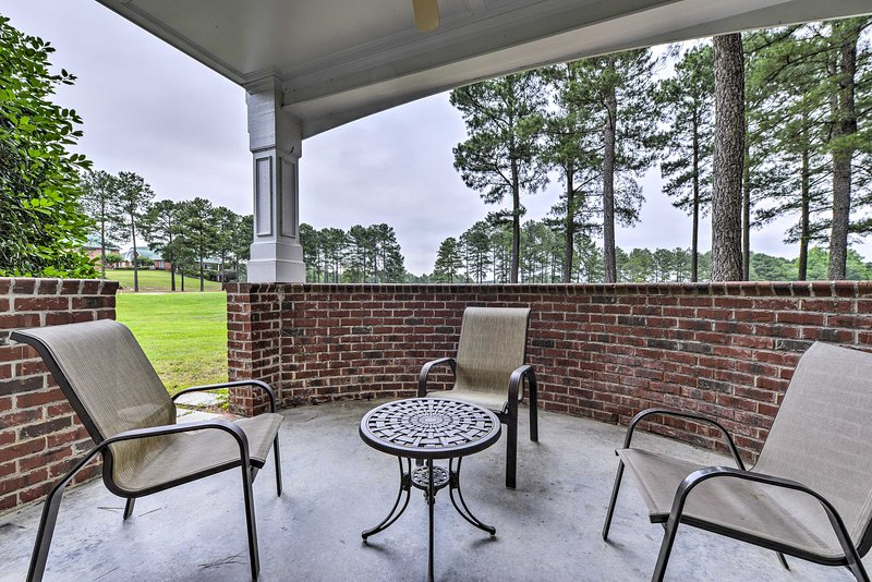 NEW:Spring Lake Condo w/Pool Access on Golf Course, holiday rental in Olivia