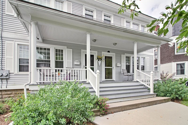 Spacious Rutland Townhome w/Fire Pit- Walk to Town, vacation rental in Rutland