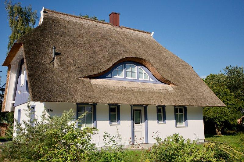 modernes und exklusives Ferienhaus mit großem Wellness- und Saunabereich, vacation rental in Born