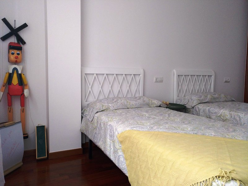 Acogedor piso cerca de la playa, aluguéis de temporada em Ribeira