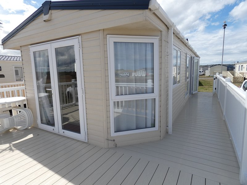 LUXURY 6-BERTH CARAVAN FOR RENT AT SILVER SANDS HOLIDAY PARK, casa vacanza a Moray
