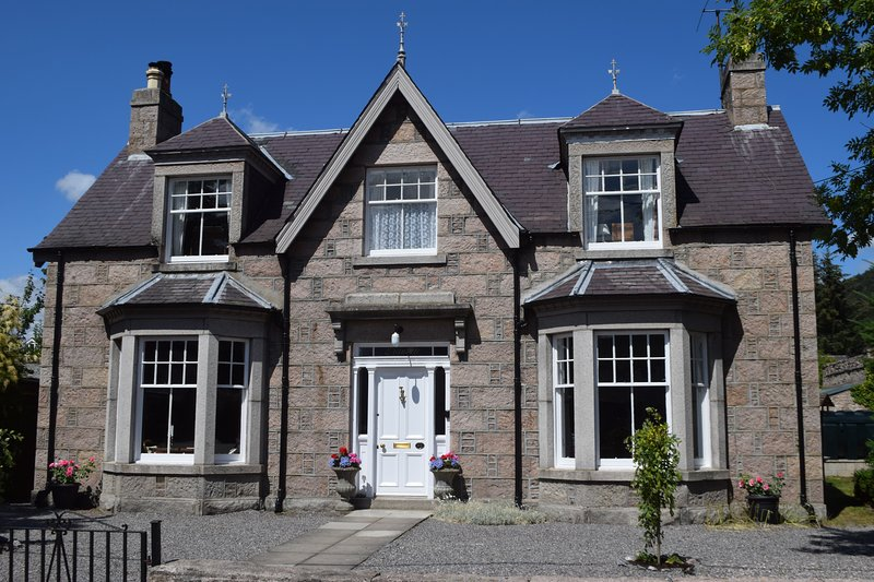 Granville, Ballater. Recently Extended.  4 Bedrooms  Sleeps 8.  PETS Welcome., alquiler vacacional en Ballater