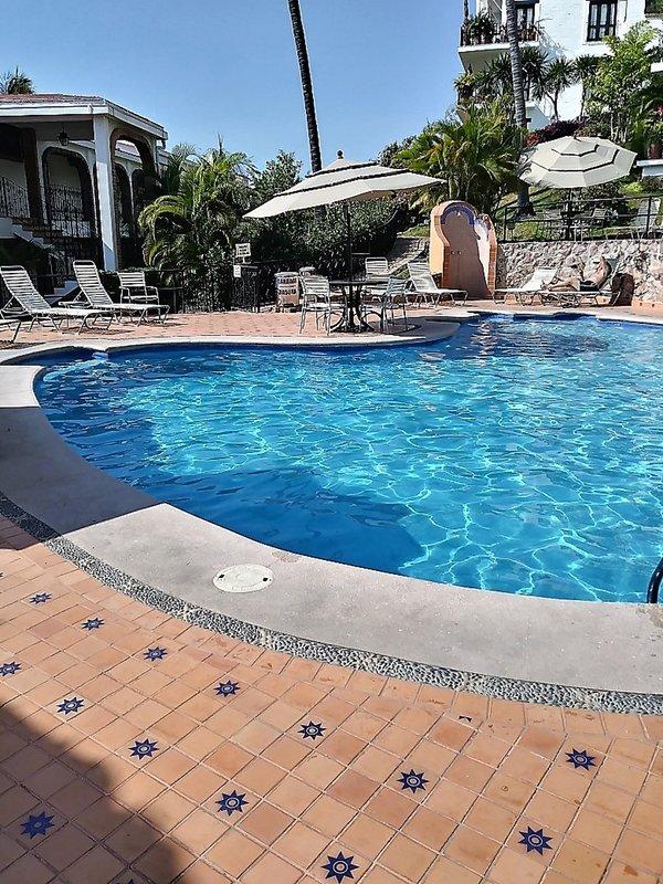 La piscine est parfaitement cool - mais jamais froide. Tellement rafraîchissant!