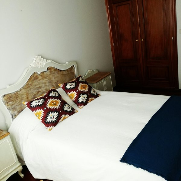 Room Nº2 of marriage with bed 1,35m. It has a large wardrobe. Exterior with lots of light.