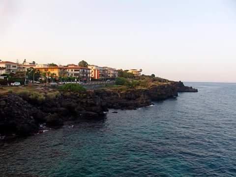 Le quattro rose, location de vacances à Aci Castello