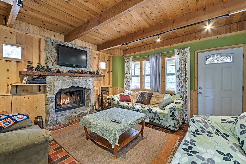 ¡Escápese a esta encantadora casa de alquiler de vacaciones en Big Bear!