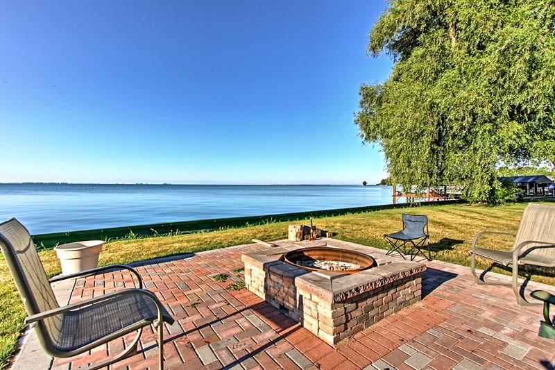 Updated Lake St. Clair Cottage w/ Shared Amenities, vacation rental in Harsens Island