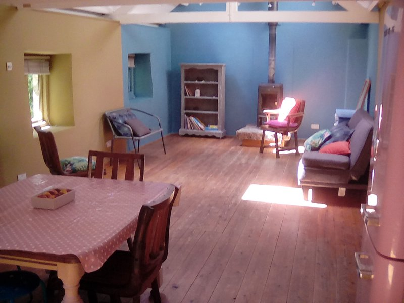 Peaceful Creative Haven Om Shanti Sylvan Setting, holiday rental in Wendron