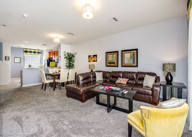 Elegant 3-story townhome with garage, 3 bedrooms and 3.5 bathrooms., vacation rental in Orlando