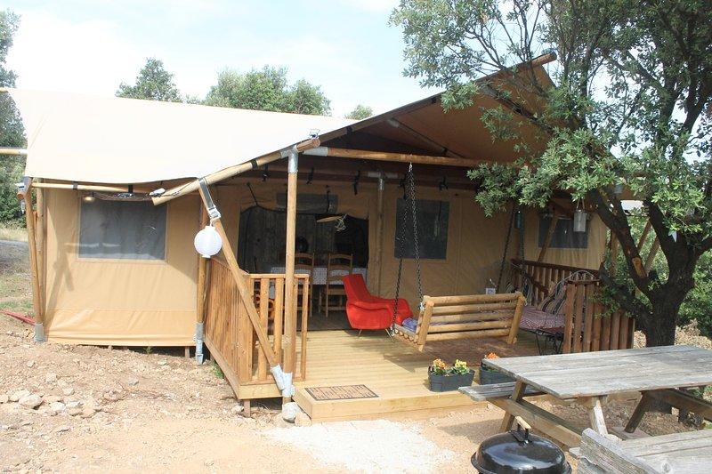 Glamping Tente dans une paysage panomarique, holiday rental in La Caunette