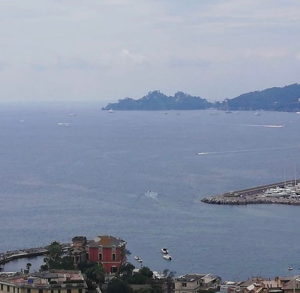 the suspended ship, holiday rental in Rapallo