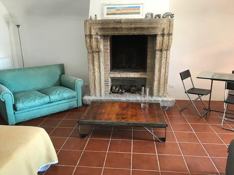 Casale delle Querce per una vacanza campagna-mare, holiday rental in Vallecorsa