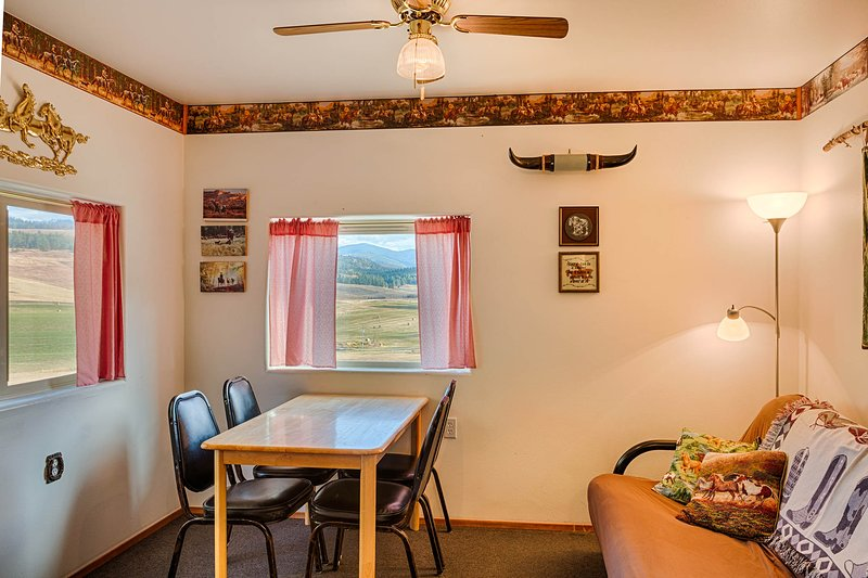 Cosmos Cabin, holiday rental in Oroville