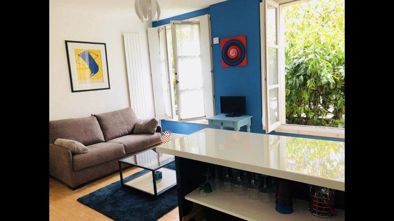 splendide appartement au pied du château de Versailles dans un hôtel particulier, vacation rental in Guyancourt
