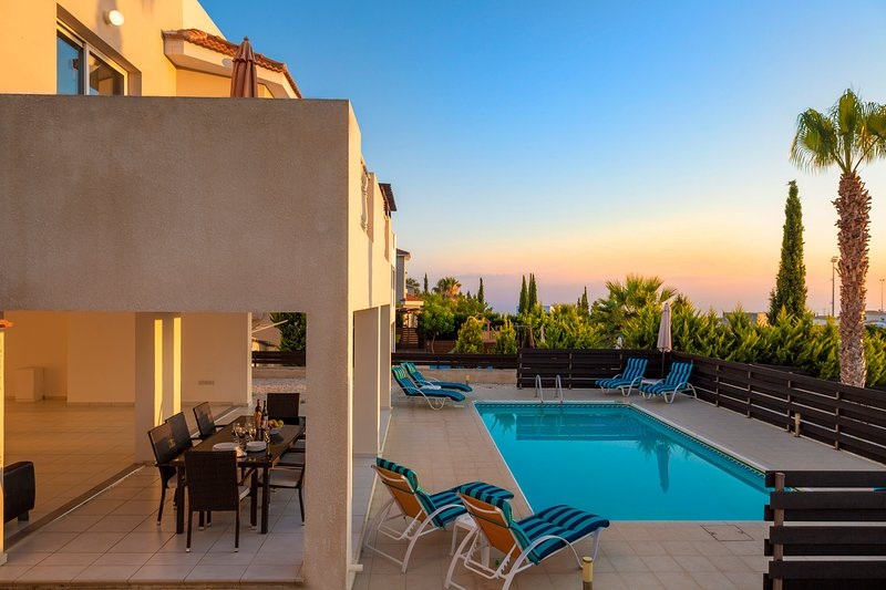 Villa Emelita, Peyia- Large 4 bedroom Villa on 3 levels and Sea Views, vacation rental in Peyia