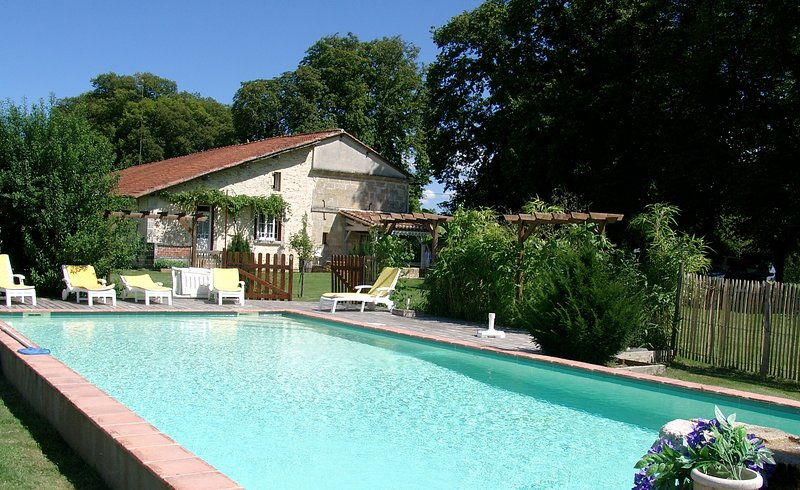 Spacious villa with swimming-pool, holiday rental in Saint-Gery