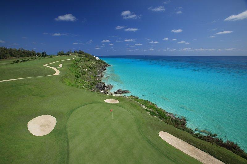 Aktivitäten nicht zu weit weg: Golf. Spielen Sie auf einem der 9 Golfplätze auf der Insel